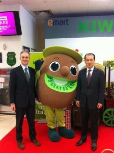 Promozione delle prime produzioni di kiwi italiano in Corea presso la catena di supermercati E-mart.