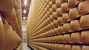 Soluzione positiva della controversia sull'esportazione di Parmigiano Reggiano e Grana Padano