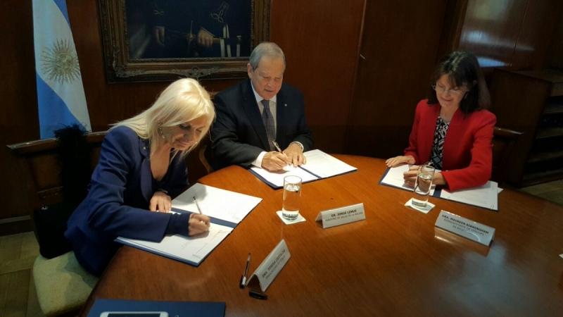 Italia-Argentina: firma Memorandum per la riattivazione di un credito di aiuto per il settore sanitario.