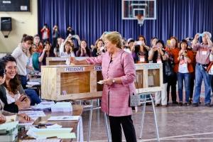 ELEZIONI PRESIDENZIALI 2013 - AVANTI BACHELET MA NECESSARIO SECONDO TURNO