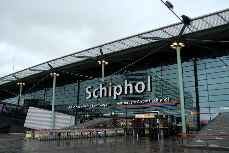 Espansione Aeroporto Amsterdam Schiphol 2016-2025: approvati 12 miliardi di Euro di investimenti, di cui 600 milioni nella nuova stazione ferroviaria.