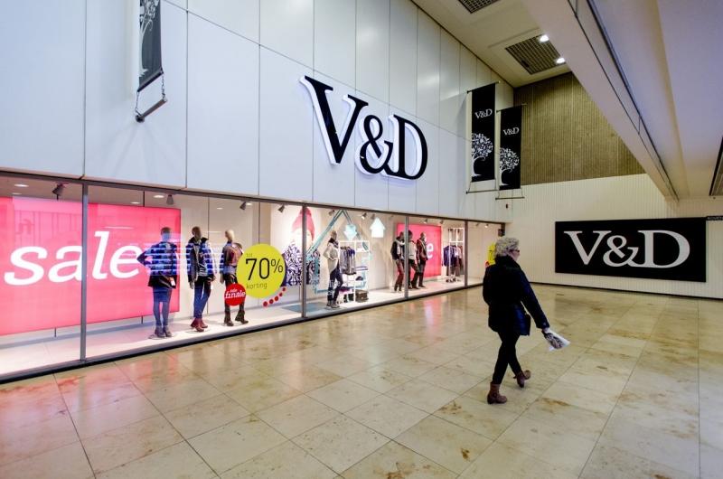Fallimento dei grandi magazzini ''Vroom & Dreesman'' (V&D). Si attende un piano di ristrutturazione per continuare l'attività e salvare i dipendenti.
