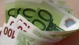 Il primo ministro firma l'aumento del salario minimo a 520 euro