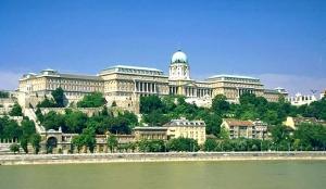 BUDAPEST: GARE D'APPALTO PER LA RICOSTRUZIONE DELLE MURA DEL CASTELLO DI BUDA